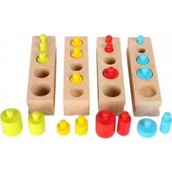 Jeu d'emboîtement multicolore inspiration Montessori